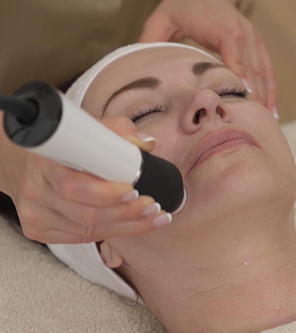 Tratament de curatare faciala cu Hydracool